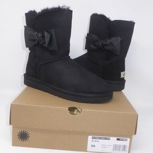 New UGG Daelyn Boots Size 9 NIB